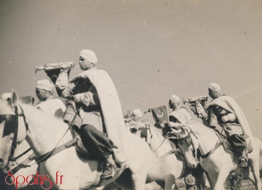 Défilé de la nouba du 7e Régiment de Spahis Algériens