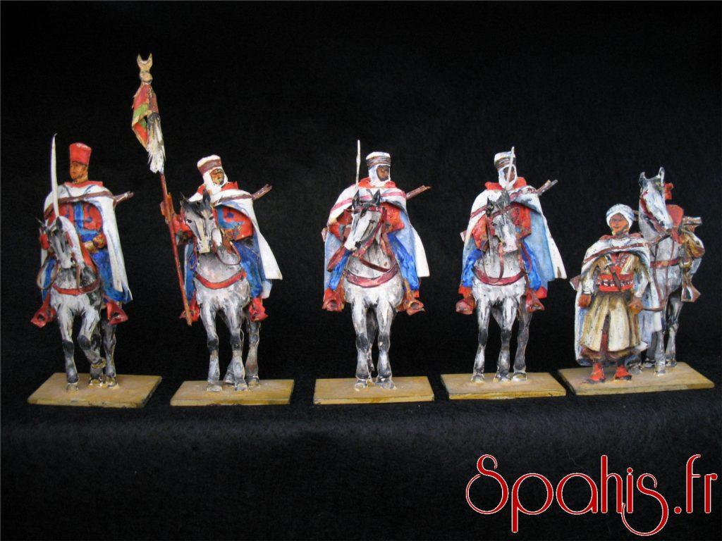 Figurines de spahis algériens réalisées à la feuille d'étain