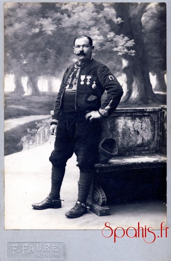 brigadier du 1er Régiment de Spahis