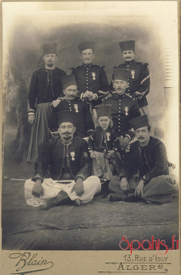 pahis du 2e et 3e régiment accompagné de cavaliers de la remonte d'Afrique